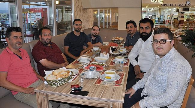 Adnan Taha Tuğrul gazetecilere yemek verdi