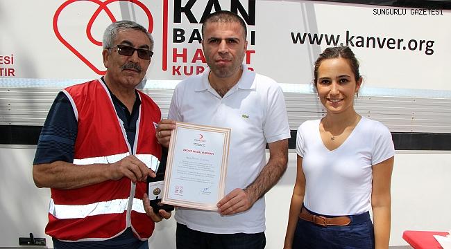 Düzenli kan bağışlayanlara madalya verildi