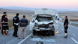 Kızılyarma'da kamyonet ile kamyon çarpıştı: 2 yaralı