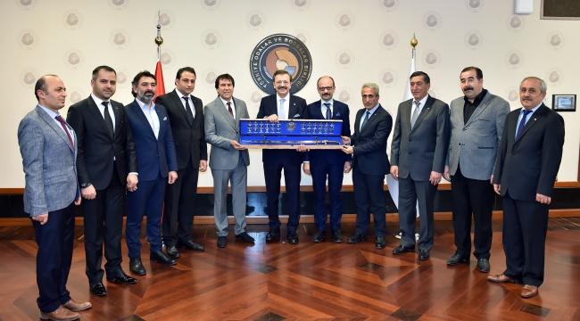 Hisarcıklıoğlu'na Fatih'in kılıcını hediye ettiler