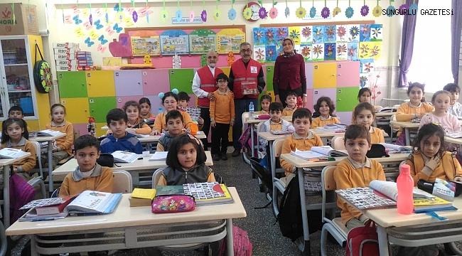 Öğrenciler harçlıklarını Yemen'e gönderdi
