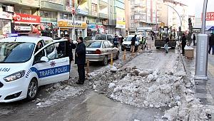 Tepkiler üzerine belediye kar temizliğine yeniden başladı