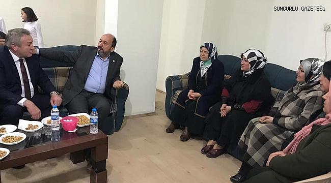 Erol Kavuncu, Kadın Kolları Seçim Bürosunu ziyaret etti