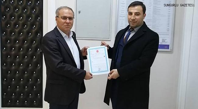 Mustafa Kürbüz, hizmet binasının tapusunu aldı