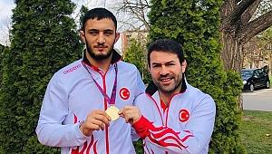 Abdullah Çakmar'ın güreşçilerinden madalya