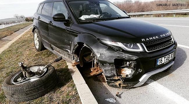 Lüks araç bariyerlere çarptı