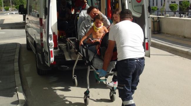Kazada yaralanan anne oğlunu yanından ayırmadı