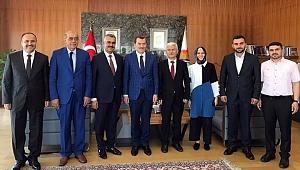 Metin Özsarı, Binali Yıldırım'a destek için İstanbul'a gitti