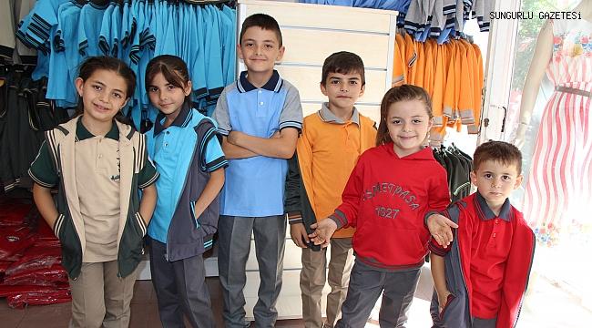 Öğrenci kıyafetleri Nokta Tesktil'de üretiliyor