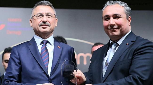 HEMŞEHRİMİZ KARAMAN'A KURUMSAL ÖDÜL OKTAY'DAN