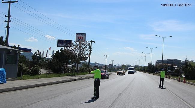 SUNGURLU'DA GİRİŞ VE ÇIKIŞLAR POLİS KONTROLÜNDE