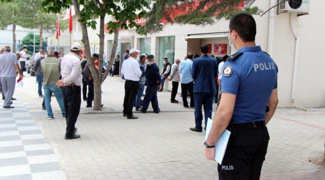 POLİSİN KORONAVİRÜS MESAİSİ DEVAM EDİYOR