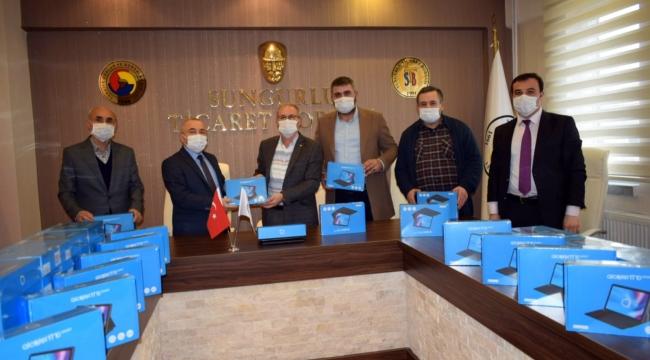 TİCARET BORSASI'NDAN ÖĞRENCİLERE TABLET DESTEĞİ