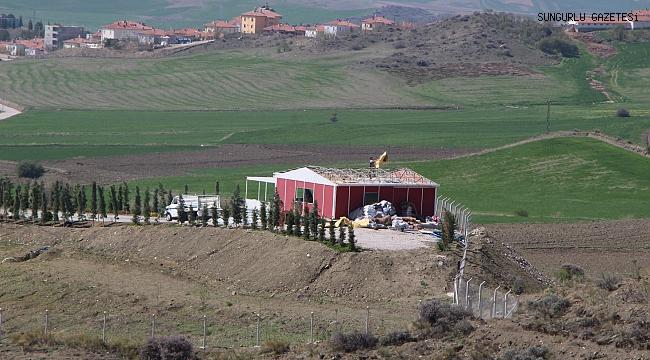 ŞAHİNER'İN OĞLU İÇİN YAPTIĞI GECEKONDU YIKILIYOR