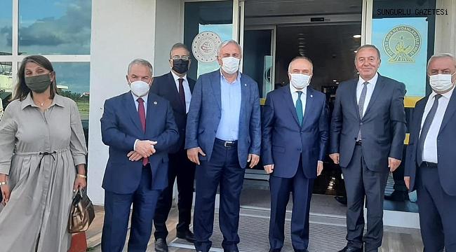 RAPOR ALAN ŞAHİNER PARTİ GEZİSİNDE ORTAYA ÇIKTI!